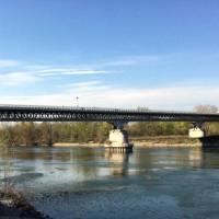 Il ponte che attraversa il fiume Po - foto archivio Libertà