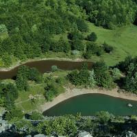 Lago Bino minore (in basso) e l'immissario del Lago Bino maggiore (in alto) - foto Ziotti
